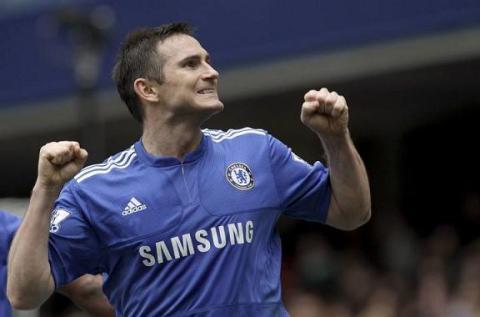 Frank Lampard marco cuatro goles al Aston Villa
