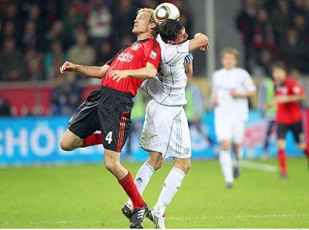 Los dos goles de Kevin Kuranyi colocan al Schalke 04 en el liderato de la Bundesliga