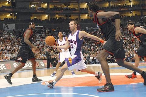 Steve Nash cumple 1.000 partidos en la NBA