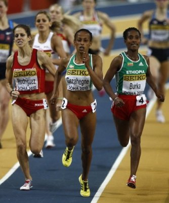 Natalia Rodríguez logró la medalla de plata de 1.500 tras un apretado sprint final