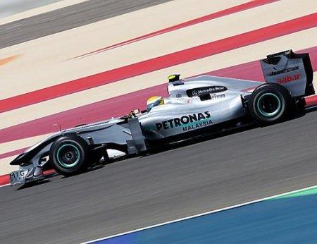 El Mercedes de Nico Rosberg ha volado sobre el asfalto del Circuito de Bahrein