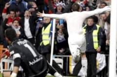 Liga Española 2009/10 1ª División: Van der Vaart devuelve al liderato al Real Madrid