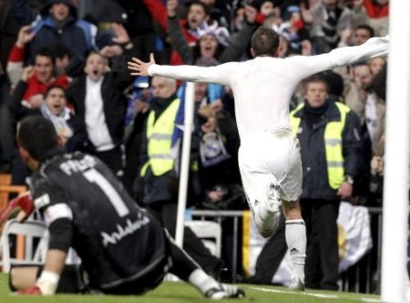 Rafael Van der Vaart celebró como loco el tercer gol del Real Madrid