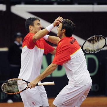 Robredo y Granollers ganan el dobles ante Suiza