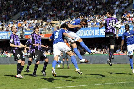 Miche remataba de cabeza para lograr el segundo tanto del Xerez contra el Valladolid