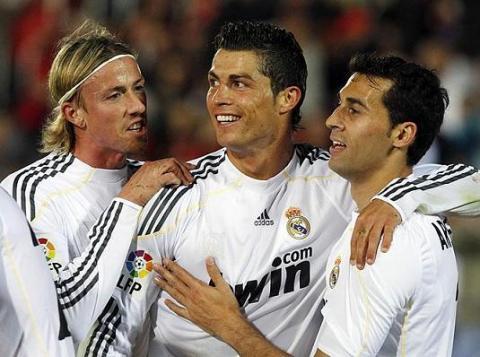 Cristiano Ronaldo celebra uno de sus tres goles ante el Mallorca