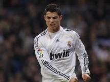 Liga Española 2009/10 1ª División: Cristiano Ronaldo da vida al Real Madrid en el último minuto ante Osasuna