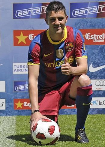David Villa posa con la camiseta de F.C. Barcelona