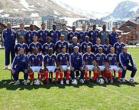 Foto oficial de la selección de Francia para el Mundial de Sudáfrica, con Henry y Ribery a la cabeza