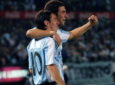 Leo Messi y Gonzalo Higuaín son las esperanzas de la selección de Argentina