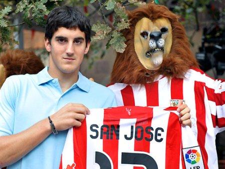 El defensa Mikel San José ya es propiedad del Athletic de Bilbao