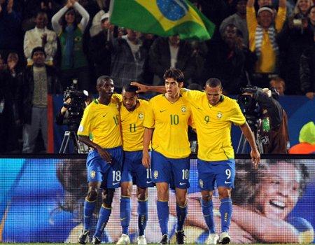 Robinjo, Kaka y Luis Fabiano formarán el tridente de ataque de Brasil en el Mundial de Sudáfrica