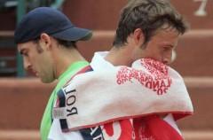 En Halle gana Hewitt pero caen Ferrero y García-López;  en Queen's  gana Navarro pero Gimeno Traver y Pere Riba quedan eliminados