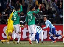 Mundial de Sudáfrica: Argentina castiga con exceso y polémica a México