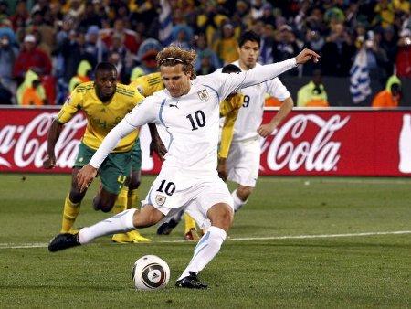 Diego Forlán es el pichichi del Mundial tras lograr dos goles ante Sudáfrica