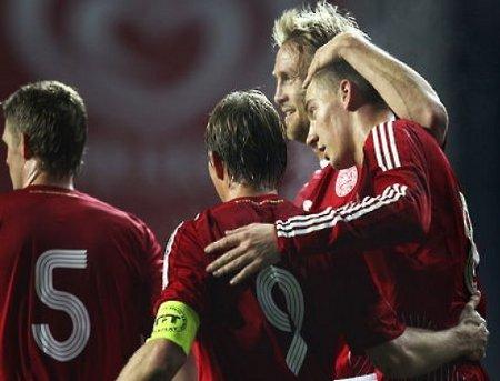 Tomasson y Bendtner son el pasado y el presente en la delantera de Dinamarca