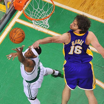 Final NBA: los Lakers ganan en Boston y toman ventaja de 2-1 ante los Celtics