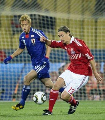 Mundial de Sudáfrica: Honda se disfraza de Cristiano y Messi para dar el pase a Japón