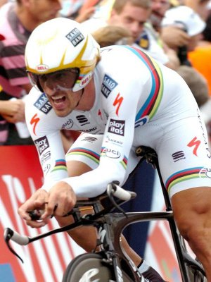 Fabian Cancellara ganó la etapa prólogo del Tour de Francia 2010 y es el primer maillot amarillo