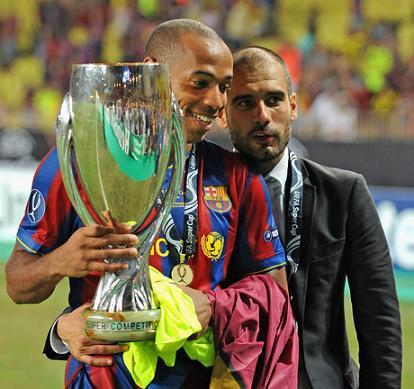 Guardiola y Henry con la Supercopa de Europa