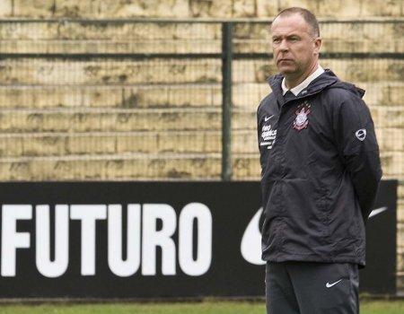 El ex entrenador del Corinthians Mano Menezes dirigirá a Brasil