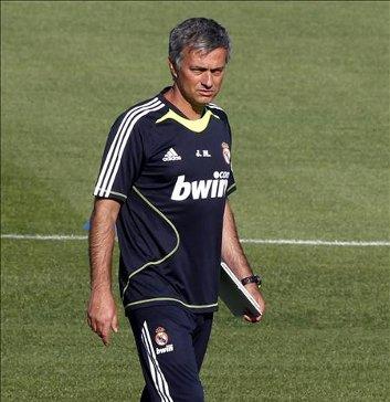 Mourinho ya dirige al Real Madrid en los entrenamientos de pretemporada