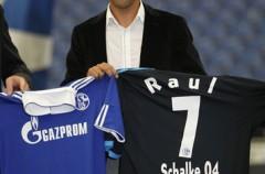 Raúl González fue presentado por el Schalke 04