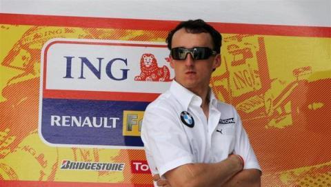 Robert Kubica renovo por Renault