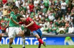 España juega andando pero empata ante México