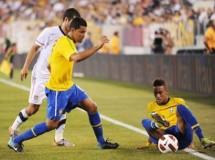 Brasil, Argentina e Inglaterra aprueban en sus regresos