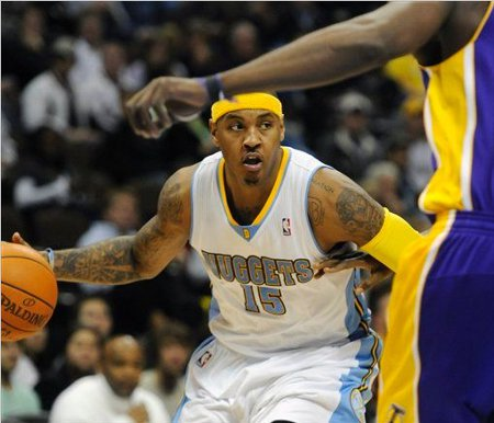 Carmelo Anthony anotó 32 puntos ante los Lakers