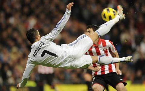 Cristiano Ronaldo le marco tres goles al Athletic de Bilbao