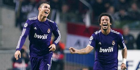 Cristiano Ronaldo y Marcelo celebran un gol del Real Madrid ante el Ajax