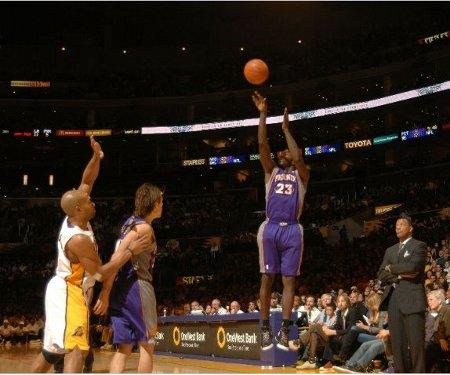 El escolta de los Phoenix Suns Jason Richardson metió 7 triples
