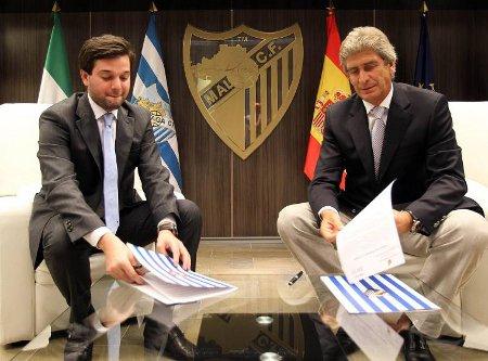 Manuel Pellegrini firma su contrato con el Málaga