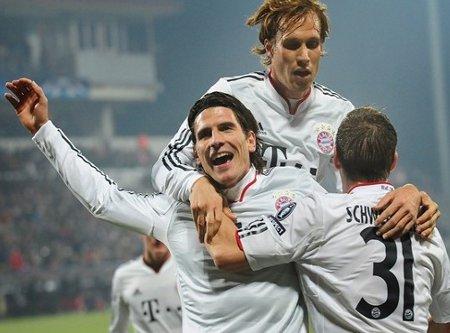 Con un hat-trick de Mario Gomez el Bayern Munich pasa de ronda en la Liga de Campeones