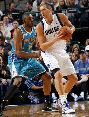 Dirk Nowitzky lideró a los Mavericks a la victoria