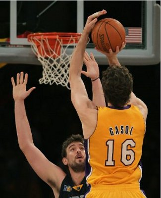 Pau Gasol superó a su hermano Marc en el Grizzlies - Lakers
