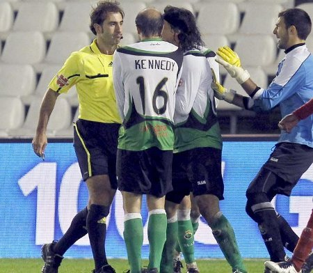 El Córdoba eliminó al Racing de Santander gracias a un penalty polémico