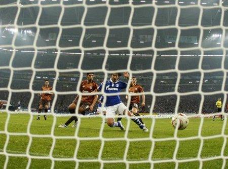 Raúl marcó 2 goles con el Schalke 04