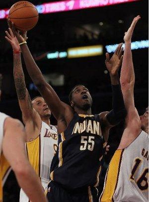 El pivot de los Pacers Roy Hibbert se convirtió en el verdugo de los Lakers