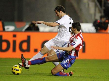 Higuaín salvó para el Real Madrid un complicado partido ante el Sporting
