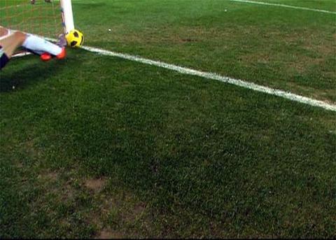 Posible gol de Luis Fabiano