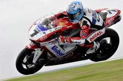 Carlos Checa ganó las dos primeras carreras del Mundial de Superbikes en Philip Island