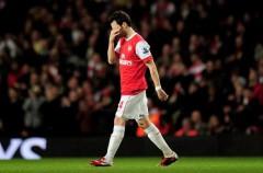 Premier League: el Arsenal gana y se acerca al United pero Cesc Fábregas y Theo Walcott se retiran lesionados