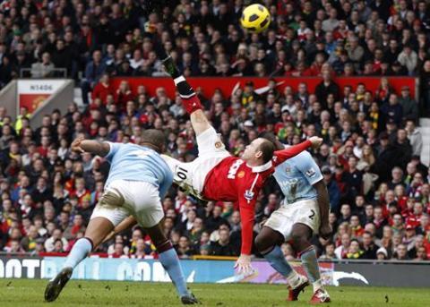 Premier League Jornada 27: el Manchester United más líder ganando al City con una genial chilena de Wayne Rooney