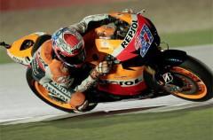 GP de Qatar de motociclismo: Casey Stoner consigue el primer triunfo en MotoGP por delante de Lorenzo y Pedrosa