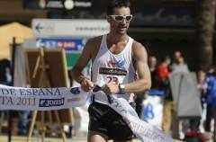 El marchador Paquillo Fernández regresó a la competición con victoria y con polémica