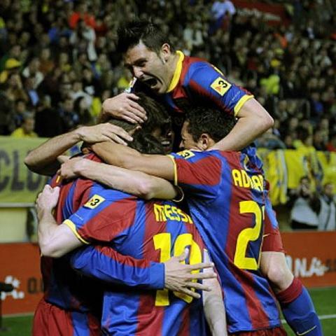 El F.C. Barcelona gana media liga en terreno del Villarreal