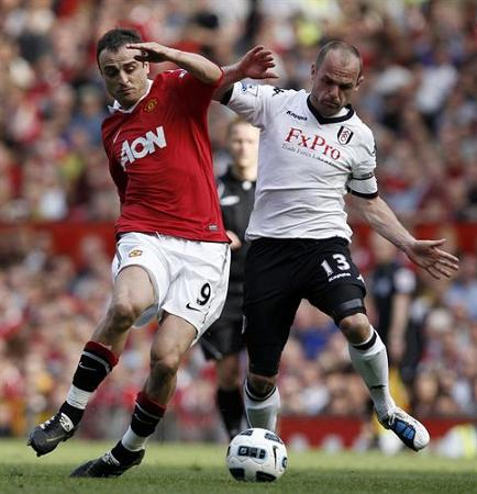 Berbatov volvio a marcar para el ManchesterUnited